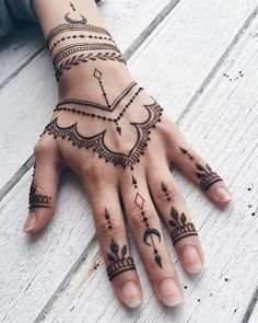 If you want to get your desired tattoo but don't want to get hurt? Then henna tattoo designs are for you. Here are some beautiful henna tattoo designs for females. Henna Art Designs, Beautiful Henna Designs, Simple Mehndi Designs, Mehandi Designs, Henna Tattoo Hand Designs, Modern Henna Designs, Geometric Designs, Henna Designs For Hands, Henna Designs White