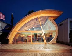 This unique architecture called Fennel House design, a floating house design by architect Robert Harvey Oshatz from wooden materials. Architecture Design Concept, Architecture Durable, Architecture Unique, Sustainable Architecture, Sustainable Design, Portland Architecture, Residential Architecture, Online Architecture, Floating Architecture