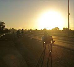 2011 Audax 200km Porto Alegre Artur Elias completou em 10h44. 20/03/2011 amanhecer+na+estrada.jpg (372×339)