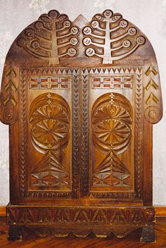 carving on russian furniture