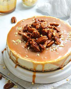 Pecan Cheese cake at its finest! Healthy Cheesecake, Caramel Cheesecake, No Bake Cheesecake, Caramel Vegan, Desserts Crus, Plats Healthy, Gateaux Vegan, Vegan Kitchen, Pecan