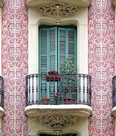 pink bleu balcony ( french or italian ?)