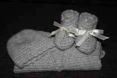 Crocheted baby sweather, bootie and beanie with alpaca yarn.