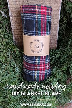 Handmade Holiday Blanket Scarf Gift Idea and Free Printable Wrap – Savlabot Diy Blanket Scarf, Diy Scarf, Holiday Gift Tags, Diy Christmas Gifts, Scarf Packaging, Packaging Ideas, Jewelry Packaging, Free Printable Gift Tags, Handmade Gift Tags