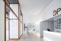 Optic Shop Renovation,© Marc Torra Ferre   #espacios #pisos #interior