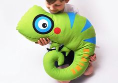 Huge chameleon for cuddling with names / cute and big chameleon for cuddeling, customize with name b Baby Pillows, Kids Pillows, Animal Pillows, Crochet For Kids, Sewing For Kids, Diy For Kids, Sewing Toys, Baby Sewing, Diy Teddy Bear