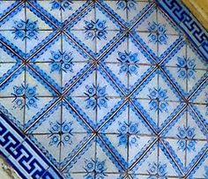 Azulejos antigos no Rio de Janeiro: Santa Teresa VII - rua Júlio Otoni