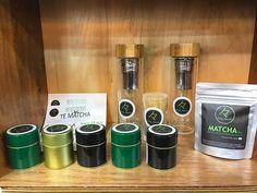 Puedes encontrar todos nuestros productos de #MatchaChile en nuestro punto de venta oficial en @despensamodular ubicado en Av. Vitacura 4609 Local 27  Conoce todos nuestros puntos de ventas físicos a lo largo de Chile en www.matchachile.cl  ----------- #matcha #matchatea #tiendas #puntos #ventas #productos #chile #accesorios #vitacura