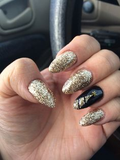 Christmas almond shape nails gelish shellac gold and black