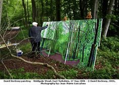 David Hockney painting outdoors (and not choking up on the brush either.) photo by Jean Pierre Goncalves de Lima, © David Hockney David Hockney Landscapes, David Hockney Paintings, Famous Artists, Great Artists, British Artists, Pop Art Movement, Robert Rauschenberg, Edward Hopper, Inspiration Art
