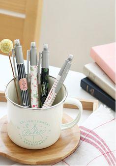 Bolígrafo 3 en 1 que incluye 2 puntas de tinta y una punta de lápiz mecánico. Papelería coreana.