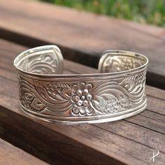 Um bracelete que você vai querer levar pra rua (ou pra casa, pro seu look)! Compre o seu pelo código 21137 [R$269]