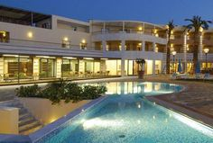 Cretan Dream Royal || Cretan Dream Royal is a new 5-star hotel offering luxurious accommodation on Kato Stalos Beach, with a bus stop to Chania city 100 metres away.