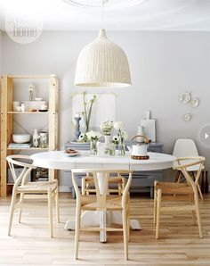mesa redonda extensible! Wishbone Chairs by Hans J Wegner - Some day...