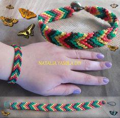 Pulsera brazalete artesanal en macrame estilo chevron o flecha con cierre de botón . Handmade chevron macrame bracelet