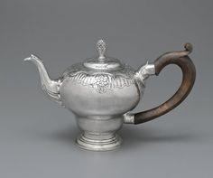 William Simpkins (American, 1704-1780). Teapot, 18th century.