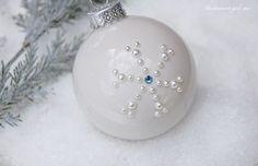 pearl-rhinestone-snowflake-clear-glass-bulb-ornament