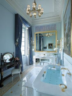 Imperial suite bathroom at the Shangri-La Paris