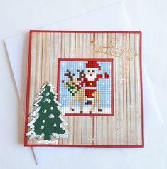 Zelfgemaakte Kerstkaart van Pixelhobby en andere materialen. De kaart is 13,5 x 13,5 cm.