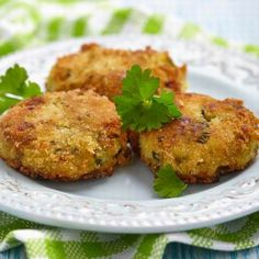 potato cakes - possible kid pleaser - could use sweet potatoes and a mixture of ground flax, herbs and almonds for breading? Mashed Potato Cakes, Mashed Potatoes, Savoury Dishes, Food Dishes, Ricotta, Squash Cakes, Sweet Potato Tots, Side Dishes, Snacks