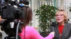 Was macht eigentlich ein Verwaltungsrat? Diese Frage stellten sich Schülerinnen und Schüler des Hamburger Wilhem-Gymnasiums - und zogen mit der Filmkamera los. Da passte es, dass gerade der Verwaltungsrat der Techniker Krankenkasse in der Hansestadt tagte.Mehr auf www.pointer.de