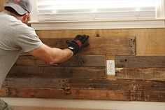 How to DIY a Pallet Accent Wall 2019 Since I am not happy about our window treatments in the living room thinking about framing out windows with this. The post How to DIY a Pallet Accent Wall 2019 appeared first on Nursery Diy. Pallet Accent Wall, Diy Pallet Wall, Diy Pallet Furniture, Pallet Walls, Furniture Plans, Kids Furniture, Pallet Bathroom, Furniture Chairs, Painting Furniture