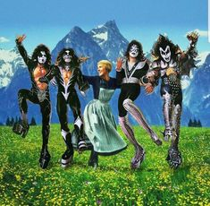 Julie Andrews and Sound of Music Fun Paul Stanley, Kiss Group, Kiss Music, Gene Simmons Kiss, Kiss Concert, Metal Meme, Kiss Rock Bands, Kiss Art, Memes