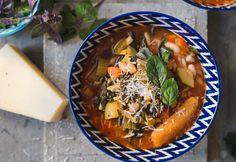Klasszikus minestrone leves Gazpacho, Pot Roast, My Recipes, Thai Red Curry, Cantaloupe, Vegetarian, Fruit, Ethnic Recipes, Food