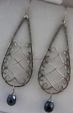 Pretty wire work design (More & Wire Jewelry Designs, Handmade Wire Jewelry, Earrings Handmade, Jewelry Crafts, Jewelry Ideas, Wire Jewelry Earrings, Wire Wrapped Earrings, Metal Jewelry, Beaded Jewelry