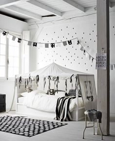 chambre d'enfant style scandinave noir et blanche.