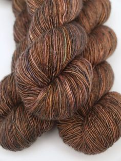 Hand Dyed Fingering/Sock Yarn Singles 70/30 Superwash por Quaere