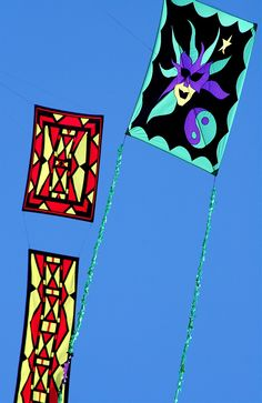 """Flat or Bowed Kites. Two Della Porta kites. One with a very wide ribbon tail that doubles as more canvas for the art work! Possibly the most suited of all types of kites for the display of rectangular art. Particularly portraits... T.P. (my-best-kite.com) """"kite3"""" Rotated and cropped from a photo by Kim Van Horn on Flickr (cc)."""