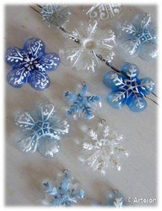 DIY Snowflakes with bottoms of plastics bottles / Activités créatives flocons en fond de bouteilles en plastiques