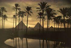 As três pirâmides de Giza, Egito, em fotografia tirada em 1926!