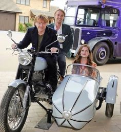 Rupert Grint (Ron Weasley), Bonnie Wright (Ginny Weasley) and Tom Felton (Draco Malfoy). Images Harry Potter, Harry Potter Actors, Harry Potter Jokes, Harry Potter Fandom, Harry Potter World, Harry Potter Hair, Harry Potter Stuff, Harry Potter Characters Names, Harry Potter Family Tree