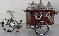 """Miniatura representando carrinho de sorvete """"Gelate.."""