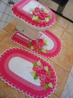 Tapete em barbante: http://artesanatobrasil.net/tapete-com-barbante-video-aula-passo-a-passo/