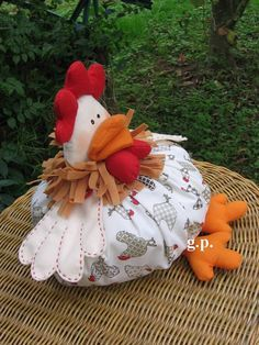 ----Gallina Gorda--------------------------------------------------------------------- Sewing Crafts, Sewing Projects, Projects To Try, Country Critters, Crafts To Make, Diy Crafts, Chicken Quilt, Chicken Pattern, Chicken Crafts