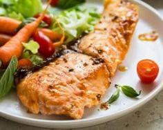 Filet de saumon sucré-salé sauce cerises, curry et coco : http://www.fourchette-et-bikini.fr/recettes/recettes-minceur/filet-de-saumon-sucre-sale-sauce-cerises-curry-et-coco.html