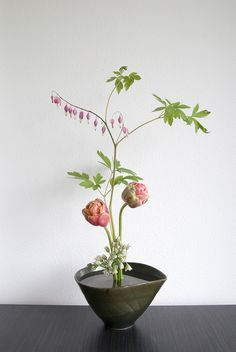 Ikebana with Peony Tulips and Bleeding Harts | Flickr - Photo Sharing! A little different...but still so neat! Would do three instead of two, though...