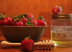 4288750-den-sde-aromatiske-nyslyngede-og-flydende-honning-klder-de-syrlige-solmodne-jorbr-perfekt.jpg (800×583)