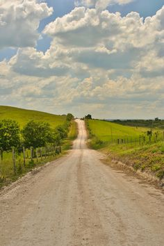 Take me home, country road (no location given) by Foto Aday Beautiful World, Beautiful Places, Beautiful Roads, Country Life, Country Roads, Country Fences, Landscape Photography, Nature Photography, Nature Aesthetic