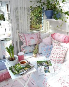 7 Creative Tips AND Tricks: Shabby Chic Blue Pastel shabby chic sofa ruffles.Shabby Chic Kitchen On A Budget. Shabby Chic Baby, Shabby Chic Tapete, Shabby Chic Mode, Shabby Chic Pillows, Estilo Shabby Chic, Shabby Chic Interiors, Chic Bedding, Shabby Chic Living Room, Shabby Chic Bedrooms
