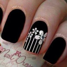 Zap Trendy nail Art ideas for summer 2015 Image via Trendy Nail Art Ideas for 2015 Image via Pin van Amber Dagnillo op Trendy Nails. Image via Lovely Nail Art Ideas Fancy Nails, Cute Nails, Hair And Nails, My Nails, Nails 2017, Trendy Nail Art, Rhinestone Nails, Cute Nail Designs, Flower Nails