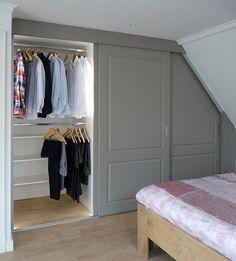 kledingkast schuine wand - Google zoeken Walk In Closet, New Room, Future House, Boudoir, Master Bedroom, Ikea, Sweet Home, Dressing, Loft