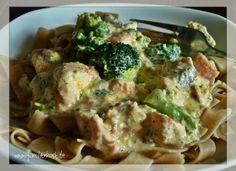 Vollkornnudeln mit Lachs-Sahne-Sauce und Brokkoli