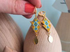 Boucles d'oreille tissées à l'aiguille, perles de verre japonaises, délicas Miyuki, apprêts dorés à l'or fin 24k, modèle original