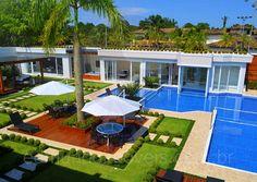 Atuando há mais de 15 anos dentro do Condomínio Jardim Acapulco, a Edmundo Imóveis dispõe de condições especiais para a negociação desta extraordinária residência.