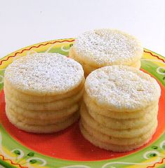 One Perfect Bite: Lemon Thins ~ These are supposed to be like the old Nabisco Lemon Thins. (They look a little thicker than the original. Lemon Desserts, Lemon Recipes, Just Desserts, Sweet Recipes, Delicious Desserts, Yummy Food, Unique Recipes, Healthy Food, Lemon Cookies