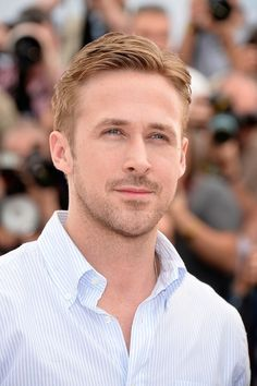 Ryan Gosling may possibly be leaving behind his acting career when he becomes a dad but he'll always be in our hearts. And for one California restaurant, Ryan Gosling will always be in their bathroom. Look At You, How To Look Pretty, How To Look Better, Feel Better, Short Hair Man, Best Undercut Hairstyles, 1920s Hairstyles, Summer Hairstyles, Medium Hair Styles